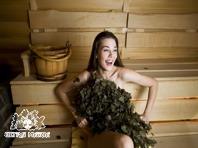 Dziewczyna w saunie